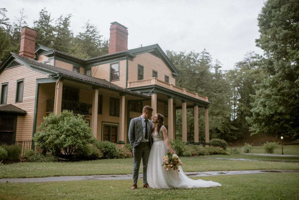 Bride and Groom in front of the Glen Iris Inn.